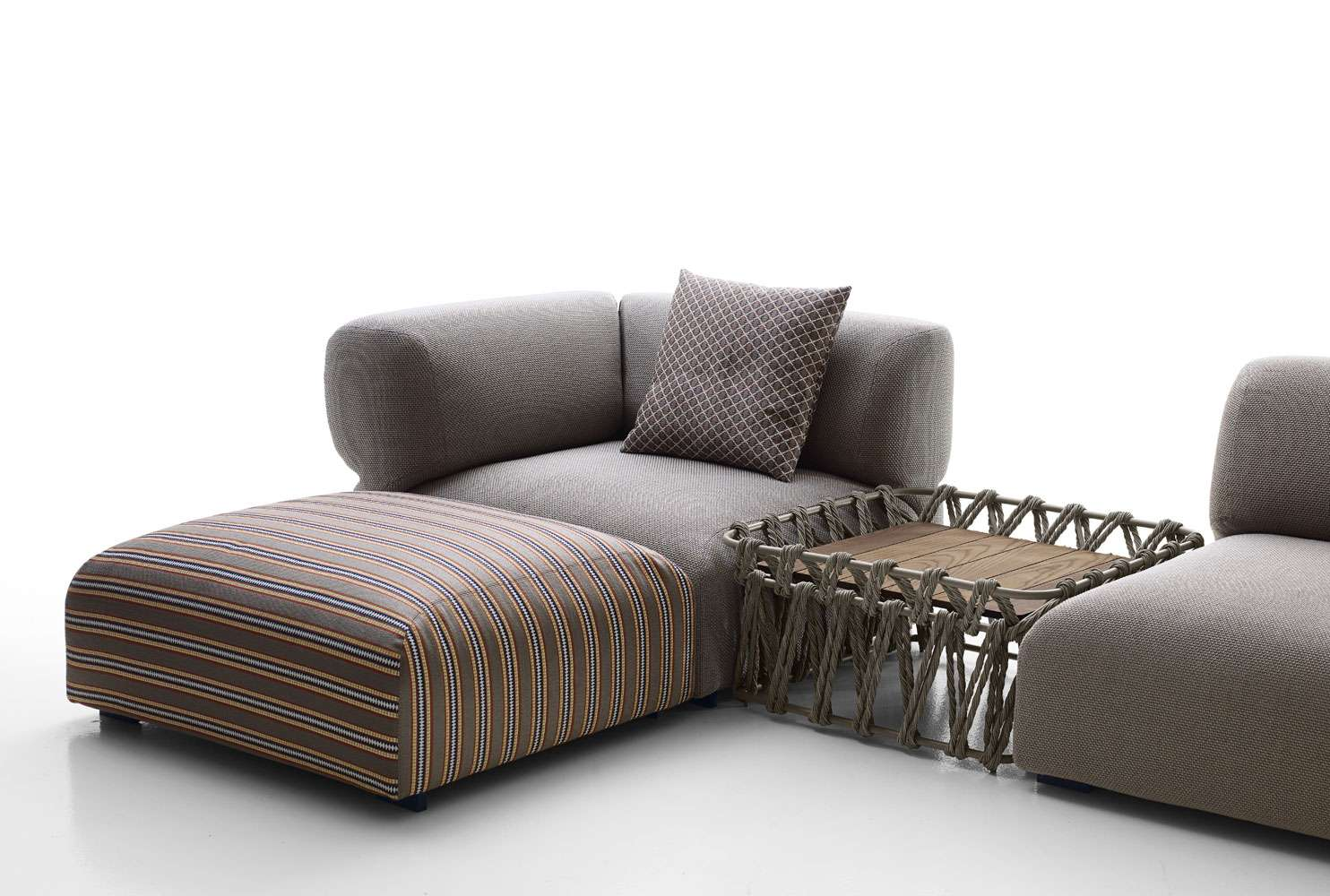 squarcina b b italia outdoor butterfly sofa squarcina. Black Bedroom Furniture Sets. Home Design Ideas